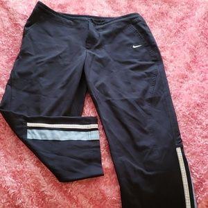 Nike activewear cropped pants